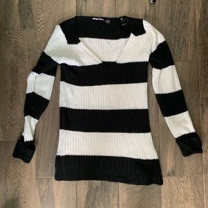 💗 5 for $25 Planet Gold Sweater